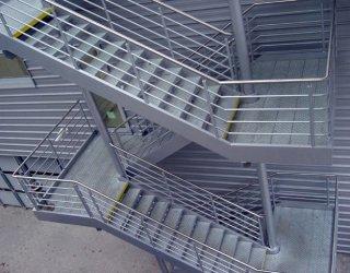 Испытания наружных стационарных пожарных лестниц и ограждений кровли.